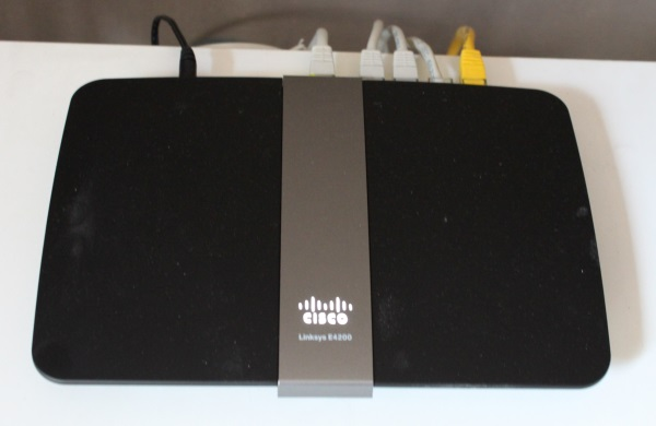 Cisco_Linksys_E4200_03