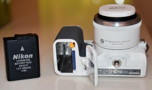 Nikon-1-V2-7