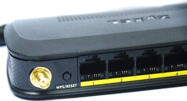 ZyXEL-NBG-418N-v2-03