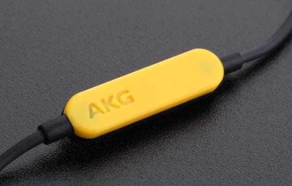 AKG Y20 07