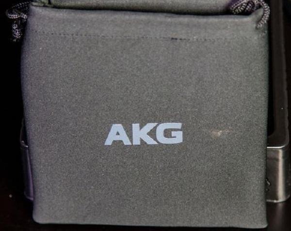 AKG Y50BT 06